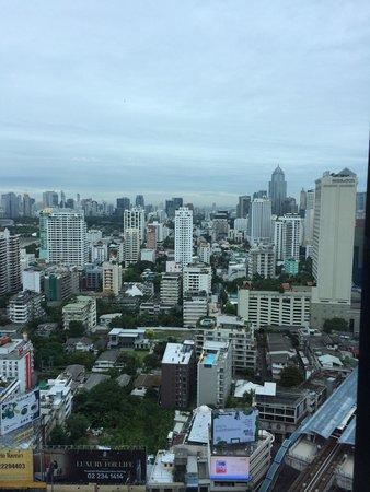 The Continent Hotel Bangkok by Compass Hospitality: Vistas desde la zona de desayuno