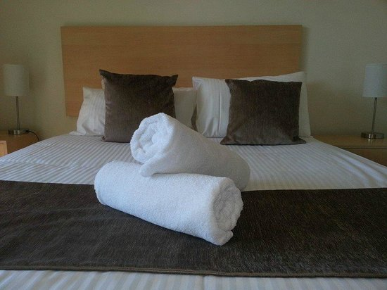 Caloundra Central Apartment Hotel: Our bed all made up