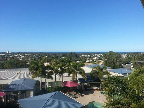 Caloundra Central Apartment Hotel: Lovely view and a nice sea breeze from the massive balcony.