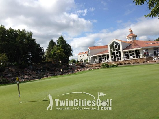 Stonebrooke Golf Club: View of the clubhouse and practice green