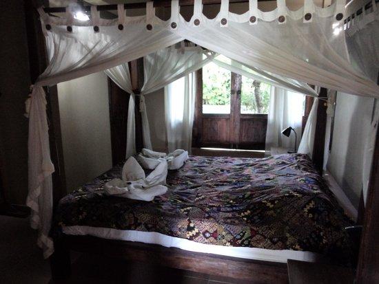 Lovina Beach Houses: The ground floor bedroom