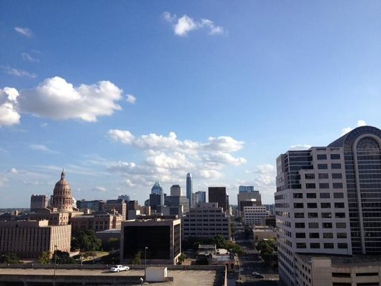Hampton Inn & Suites Austin at The University/Capitol: View from balcony