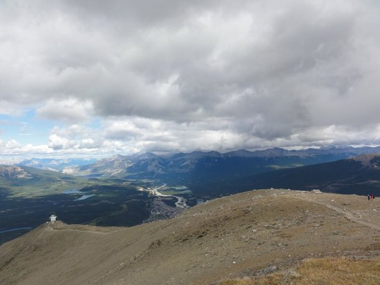 Whistlers Mountain : A final push takes you past the tram stop and up the path to the top of the mountain.