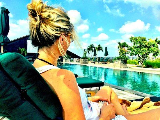 U Paasha Seminyak: Lazing by the pool