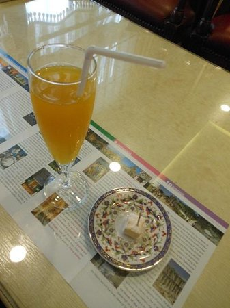 Hotel Sapphire : Welcome drink and Turkish Delight