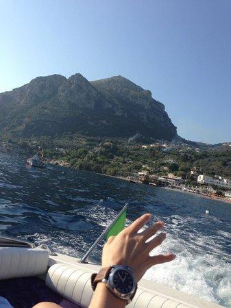 Capri Boats : Heading out.
