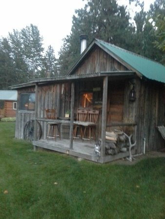 Deer Crossing Bed and Breakfast: 1920 Homestead Cabin