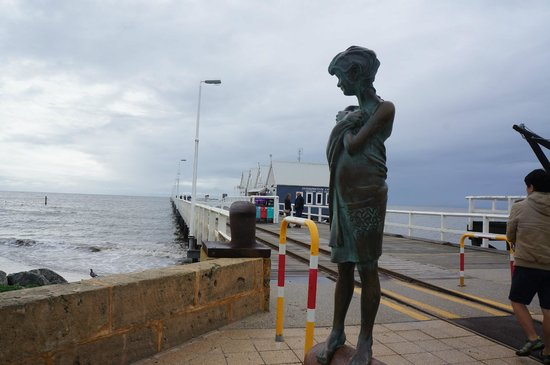 Busselton Jetty : The lady statue