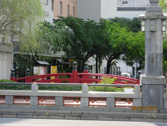 Harimaya Bridge: 旧はりまや橋 VS 新はりまや橋