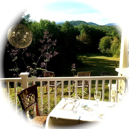 The Inn at Thorn Hill & Spa: Dinner view from Porch