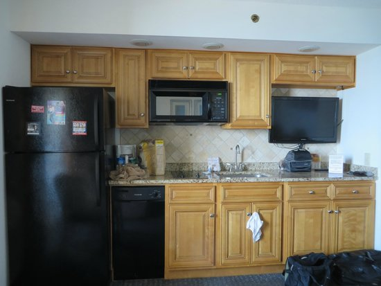 Beach Cove Resort: Small but functional kitchen area