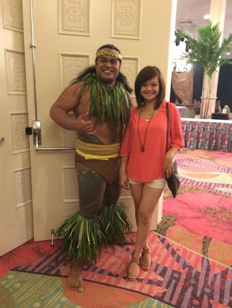 Te Moana Nui, Tales of the Pacific: Picture with the dancer