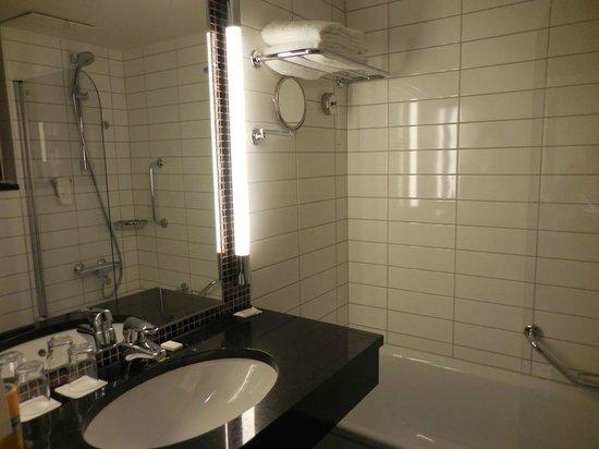 Radisson Blu Royal Hotel, Bergen : Bathroom sink