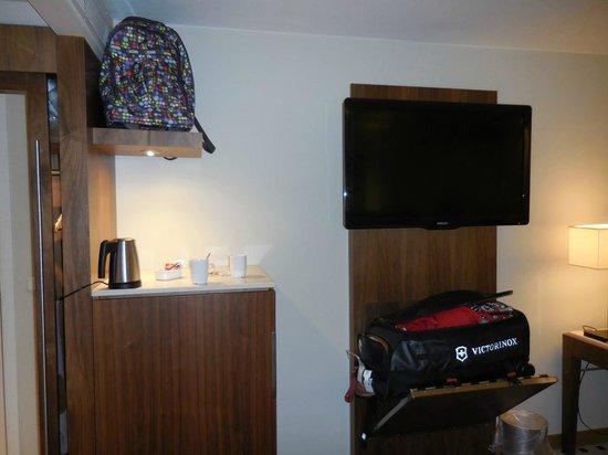 Radisson Blu Royal Hotel, Bergen : TV and Coffee maker