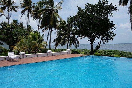 Abad Whispering Palms Lake Resort: Sunny day - wonderful view of lake