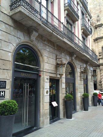 Hotel Bagues: Entrance.