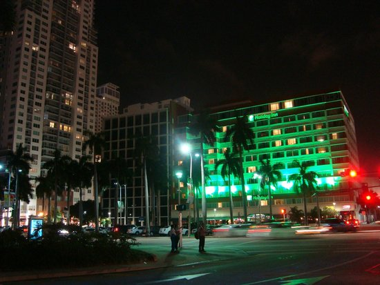 Holiday Inn Port of Miami Downtown: view of front from Bayside Marketplace