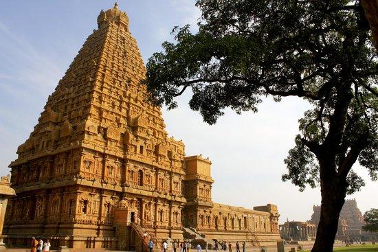Brihadeeshwara Temple: 2