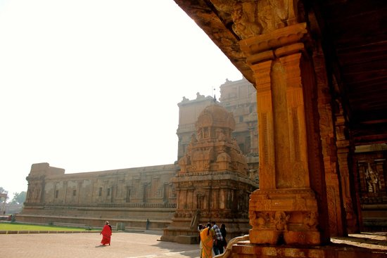 Brihadeeshwara Temple: 1