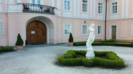 Zamek Hradek: Chateau Hradek