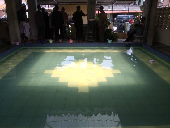 Acheen Street Mosque: Pool for ablution
