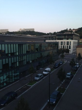Hotel Lyon-ouest : View from the room to the hills