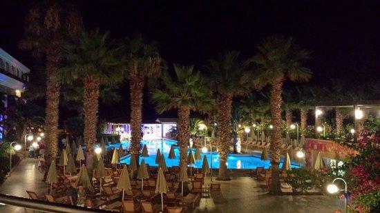 Club Marmara Rethymno Palace : Piscine la nuit
