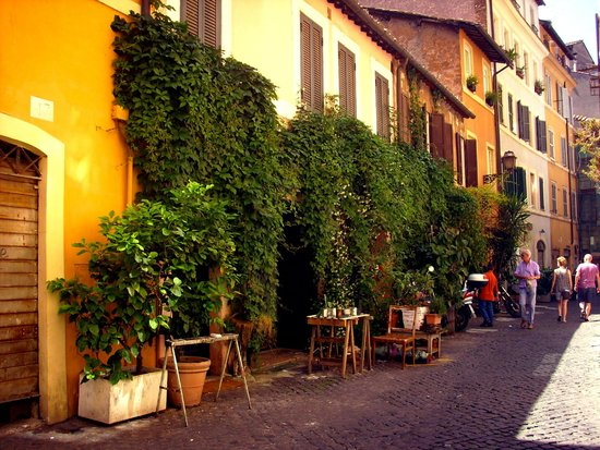 The green, narrow streets of trastevere