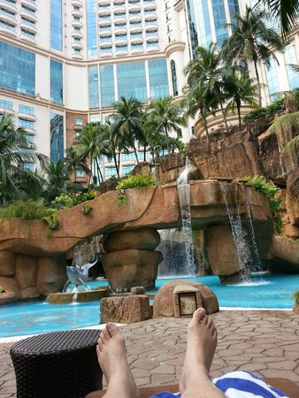 Sunway Resort Hotel & Spa : Wonderful landscaping at pool area