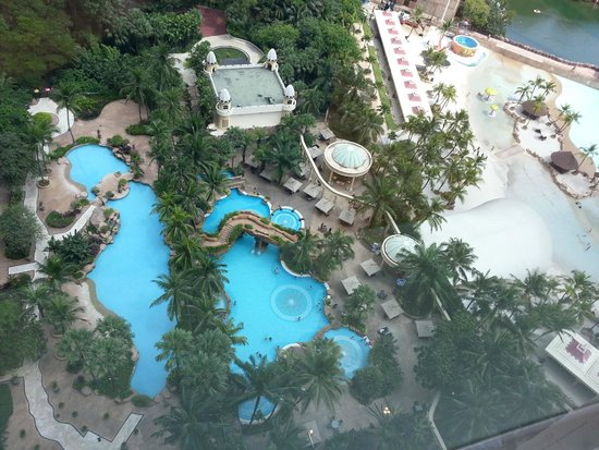 Sunway Resort Hotel & Spa : Sunway lagoon beach area is next to pool grounds