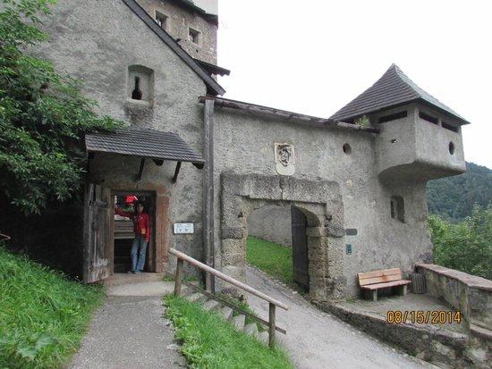 Erlebnisburg Hohenwerfen: entrance of castle by hiking