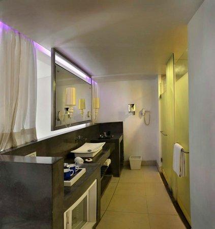 The Park Calangute Goa: Deluxe Room Washroom