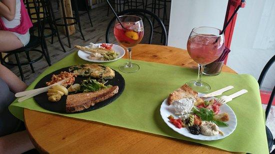 Bar Celoneta Sangria Bar: Saturday brunch with Sangria