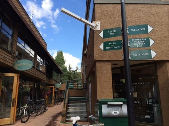 The Westin Snowmass Resort: Olympic Village-style shopping area with sign for bus to Aspen