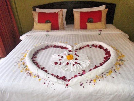 """Cool Sea House: Tous les jours un """"dessin""""sur le lit, fait avec les serviettes de toilettes : coeur, éléphant, e"""