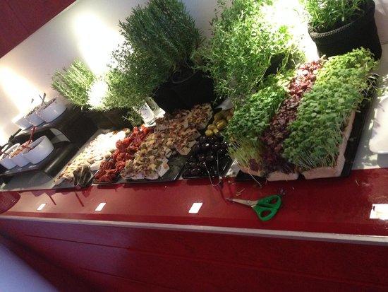Hotel Q!: Buffet med frisk grønt mmmm