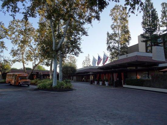 The Garland: entrée hotel de jour
