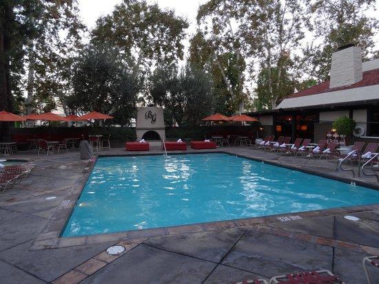 The Garland: Espace piscine