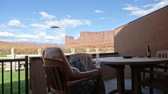 Red Cliffs Lodge: view from the terrace of the room
