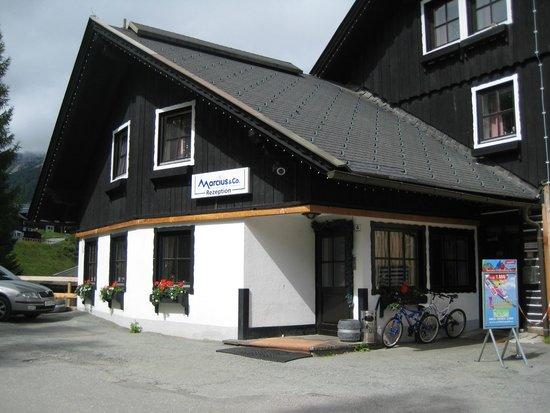 Alpenhotel Marcius: Hotel-Eingang u. Rezeption
