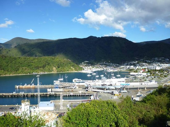 Picton Sound : picton town from lookout