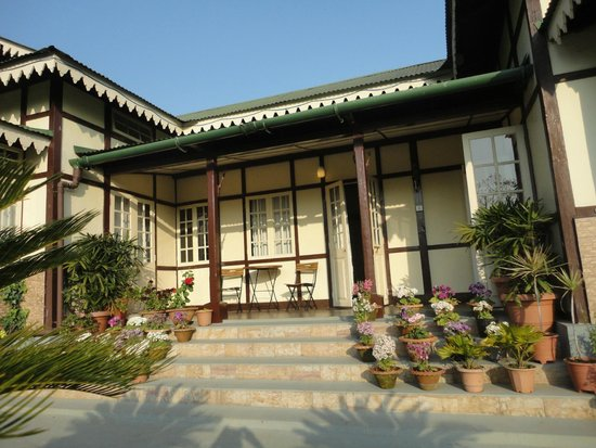 Cafe Shillong Bed & Breakfast : front side of Cafe shillong