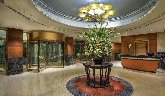 The Fullerton Hotel Singapore: Main Entrance