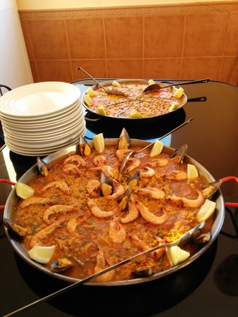 Casa Pino Solo: paella delivered to villa