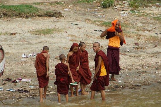 Ayarwaddy River View Hotel : Vue de la chambre