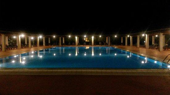 Alghe a riva picture of i giardini di cala ginepro beach resort orosei tripadvisor - I giardini di cala ginepro ...