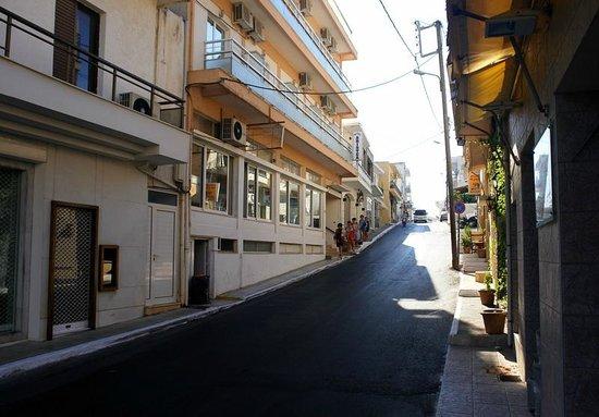 Hotel Aristea: Аристея с улицы