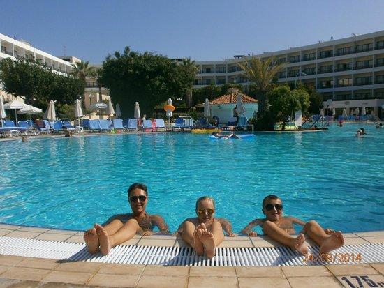 Avanti Hotel: At the pool