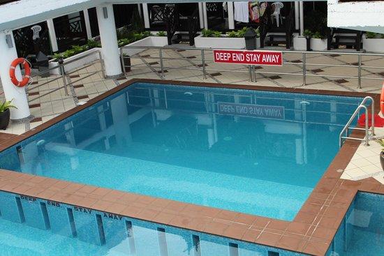 Paya Beach Spa and Dive Resort: Deep pool diving