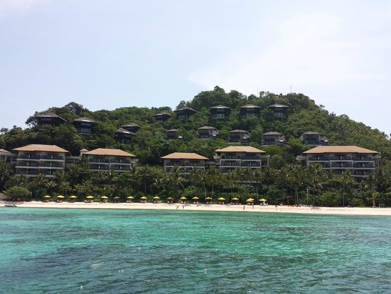 Shangri-La's Boracay Resort & Spa: view from speedboat